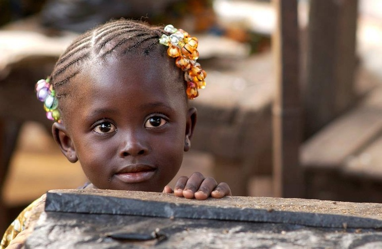 Плем'я «БаБемба»: об'єднують свої зусилля, щоб підняти того, хто впав